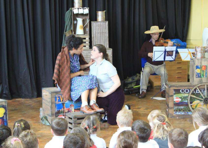 English Touring Opera performing during their visit to Castle Camps Primary School. ANL-161205-102145001
