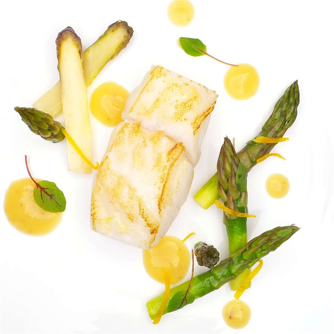 Poached fillet of turbot, Suffolk green asparagus, roasted lemon paste (34628017)