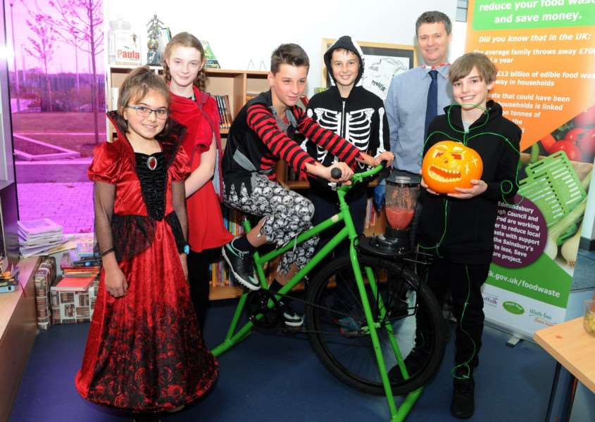 Halloween themed ideas to reduce food waste with Karen Cannard and students at 'Sybil Andrews Academy''Pictured: Pupils Asia Davies, Esme Orbell, Reece Ranson, Ethan Bradley and Ethan Stittle along with Simon Parker (Wast Strategy Office at West Suffolk Council)'''PICTURE: Mecha Morton