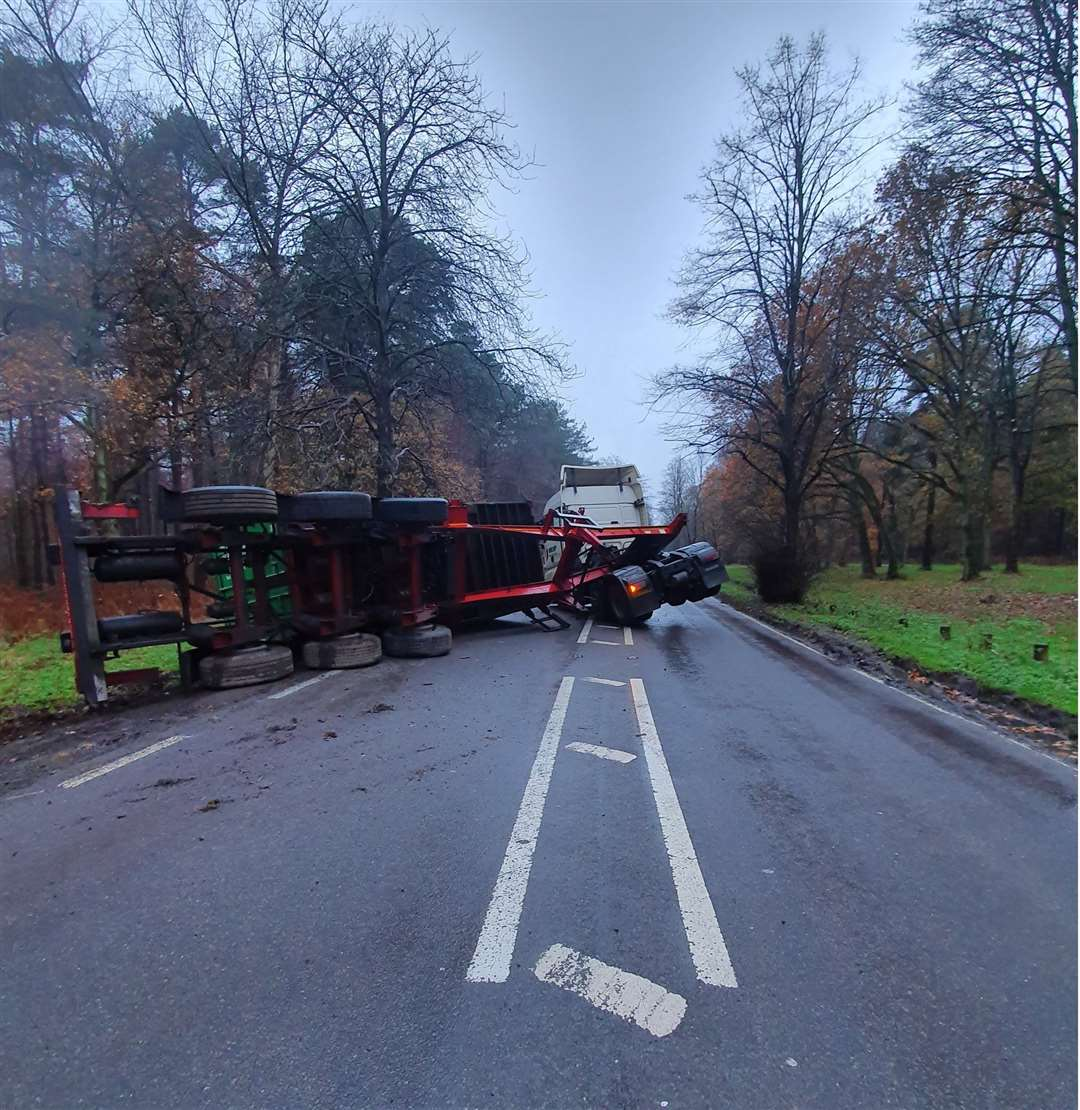 Overturned lorry on the A134. Picture: @NSRAPT