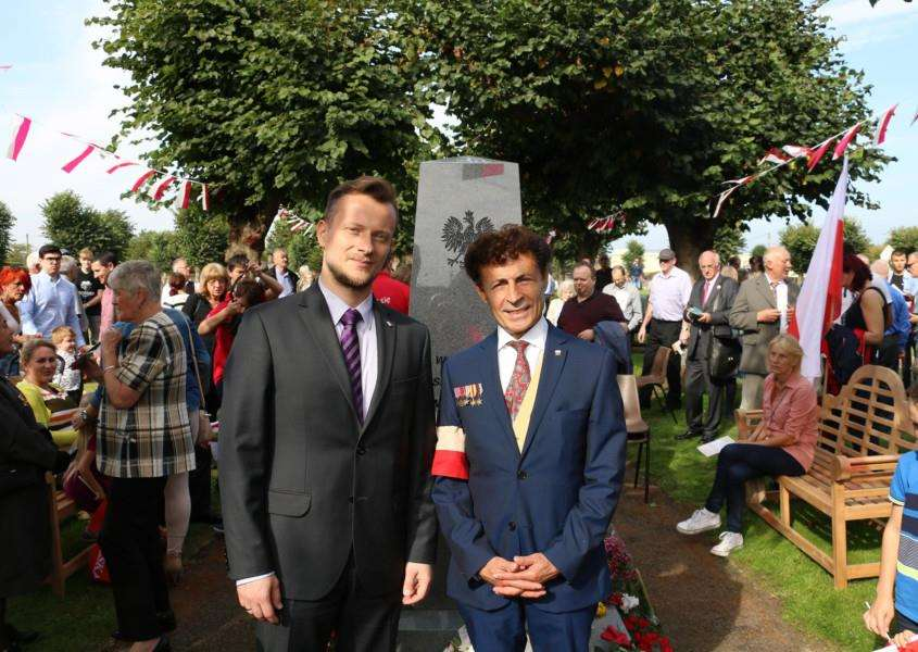 Radoslaw Gromski, The Vice Consul from the Polish Embassy in London (left) and Suffolk County Councillor Victor Lukaniuk (right).
