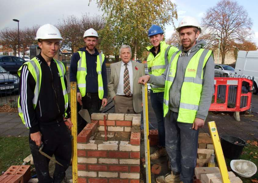West Suffolk Bricklaying Apprentices Brandon Blowers, Jonathan Mellelieu, Lewis Whiting and Aaron West with Ernie Broom, chairman of HEART ANL-160911-110725001