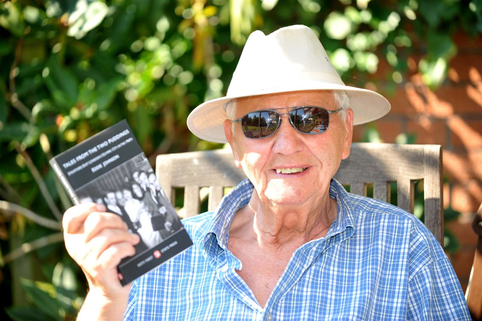 Long Melford resident, Eddie Johnson, has written a book about his 38 years as landlord of notorious London boozer, The Two Puddings.. (2453776)