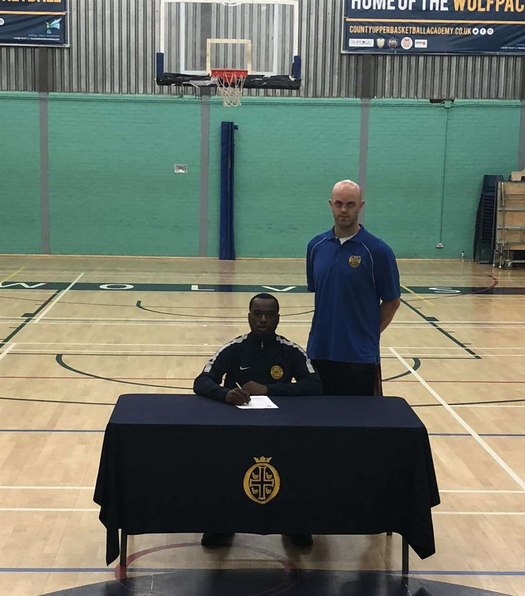 Sam Kesinro signing a US Scholarship contract in May 2018. Picture: Contributed (5152269)
