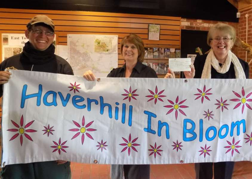 Margaret Marks, centre, hands Haverhill in Bloom a cheque to fund a seat in her husbnad Tim's memory ANL-160429-094410001