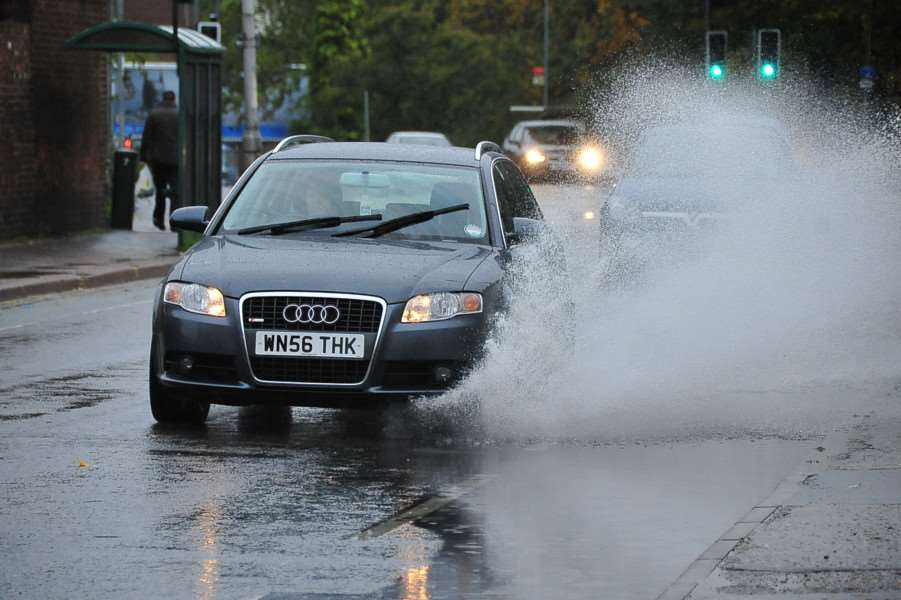 More wet weather prompts flood warning