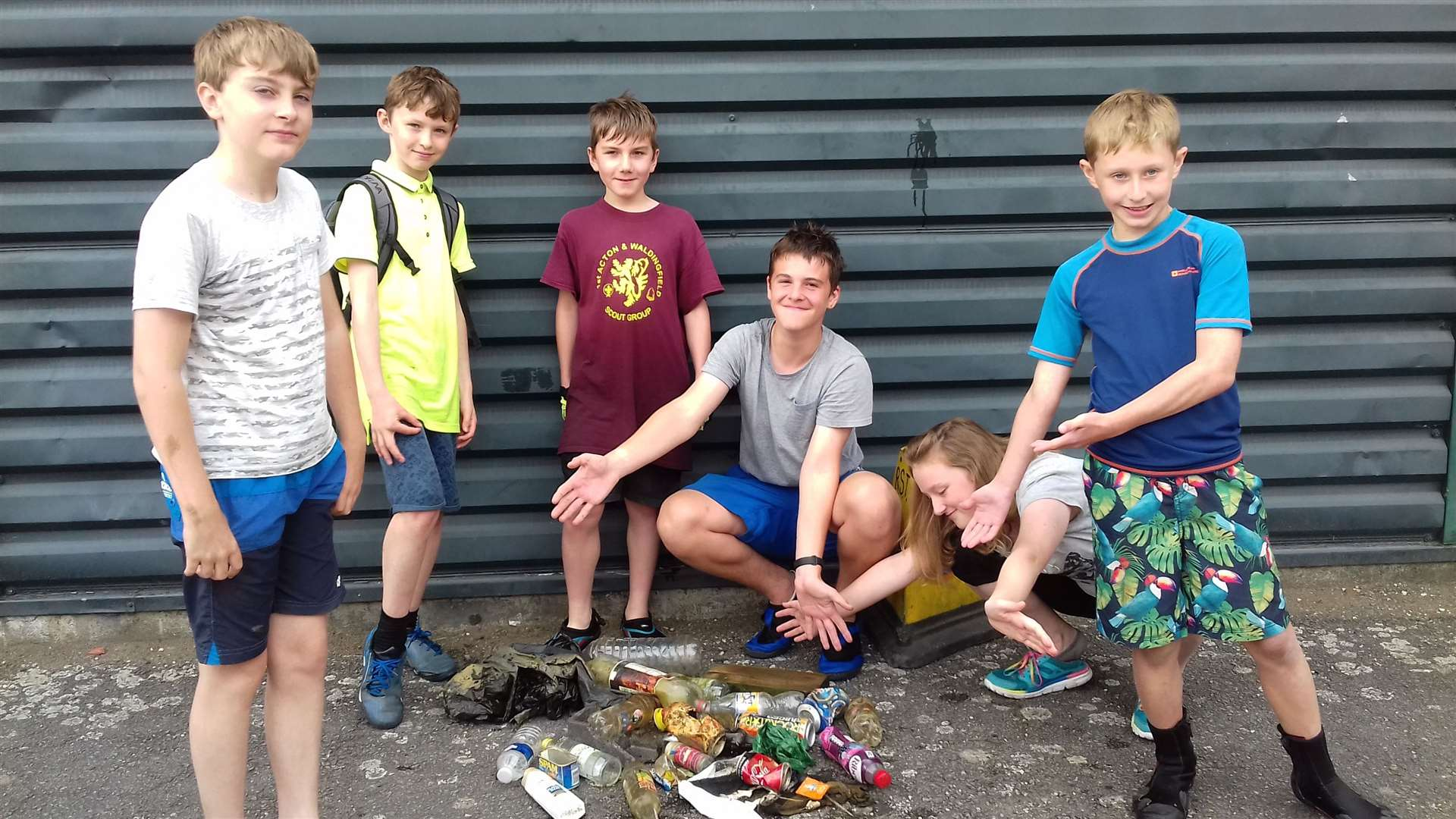 Members of the 1st Acton and Waldingfield scouts collected discarded litter while on a canoe trip on the River Stour. (14970998)
