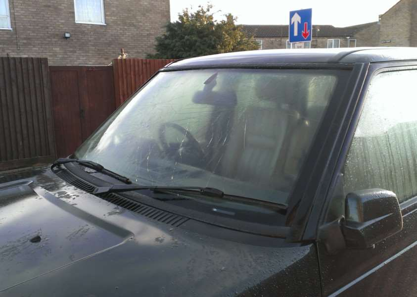 The damaged windscreen of Ray Beechill's Range Rover ANL-160601-123503001