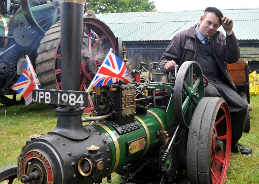 James Peter Brett with his 4 inch scale Burrell traction engine called Sybil ANL-150531-121046009