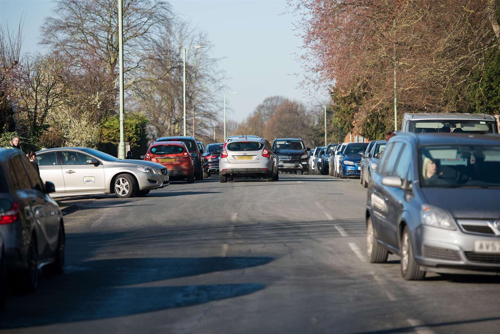 Hospital Road, Bury St Edmunds (near Brooklands Close/Westgate Primary School)..Pic of cars in the road and general chaos at school drop-off time Picture Mark Westley. (7465154)
