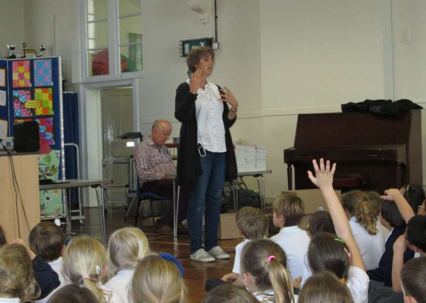 Author Gill Lewis talks about her books to children at Guildhall Feoffment Primary School ANL-150924-151605001