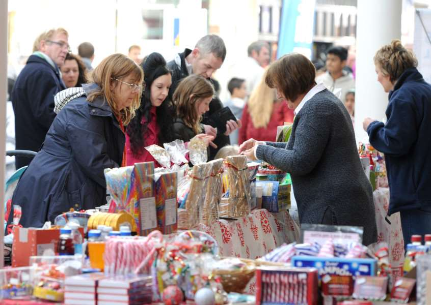 Shoppers in the Cornhill Mall at this year's Bury Christmas Fayre ANL-161128-080925009