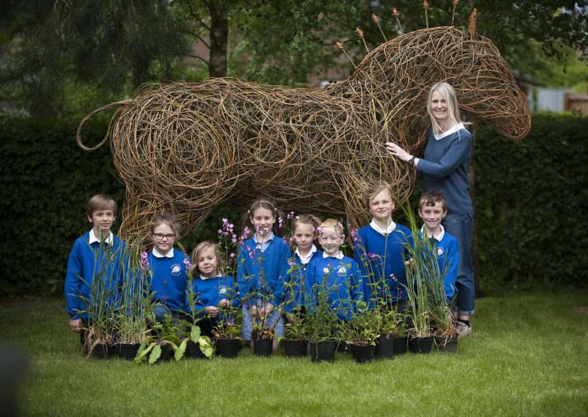 Mark Westley Photography' WALSHAM-LE-WILLOWS: School taking part in Suffolk Show competition. 'Children with Paula Howes Project manager. ANL-150518-225726009