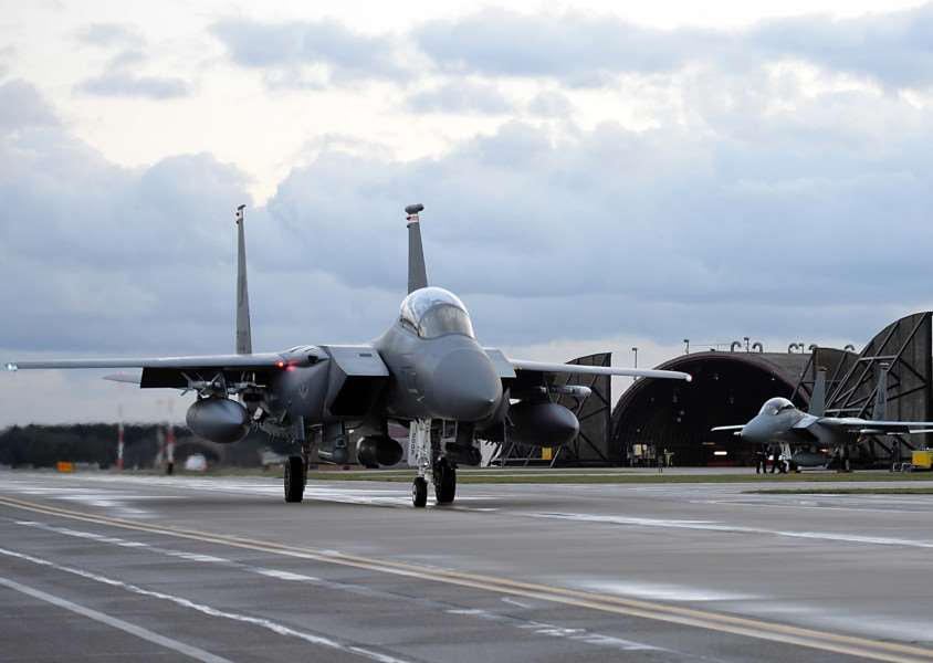 Jets prepare for takeoff from RAF Lakenheath on Wednesday night ANL-160403-174843001