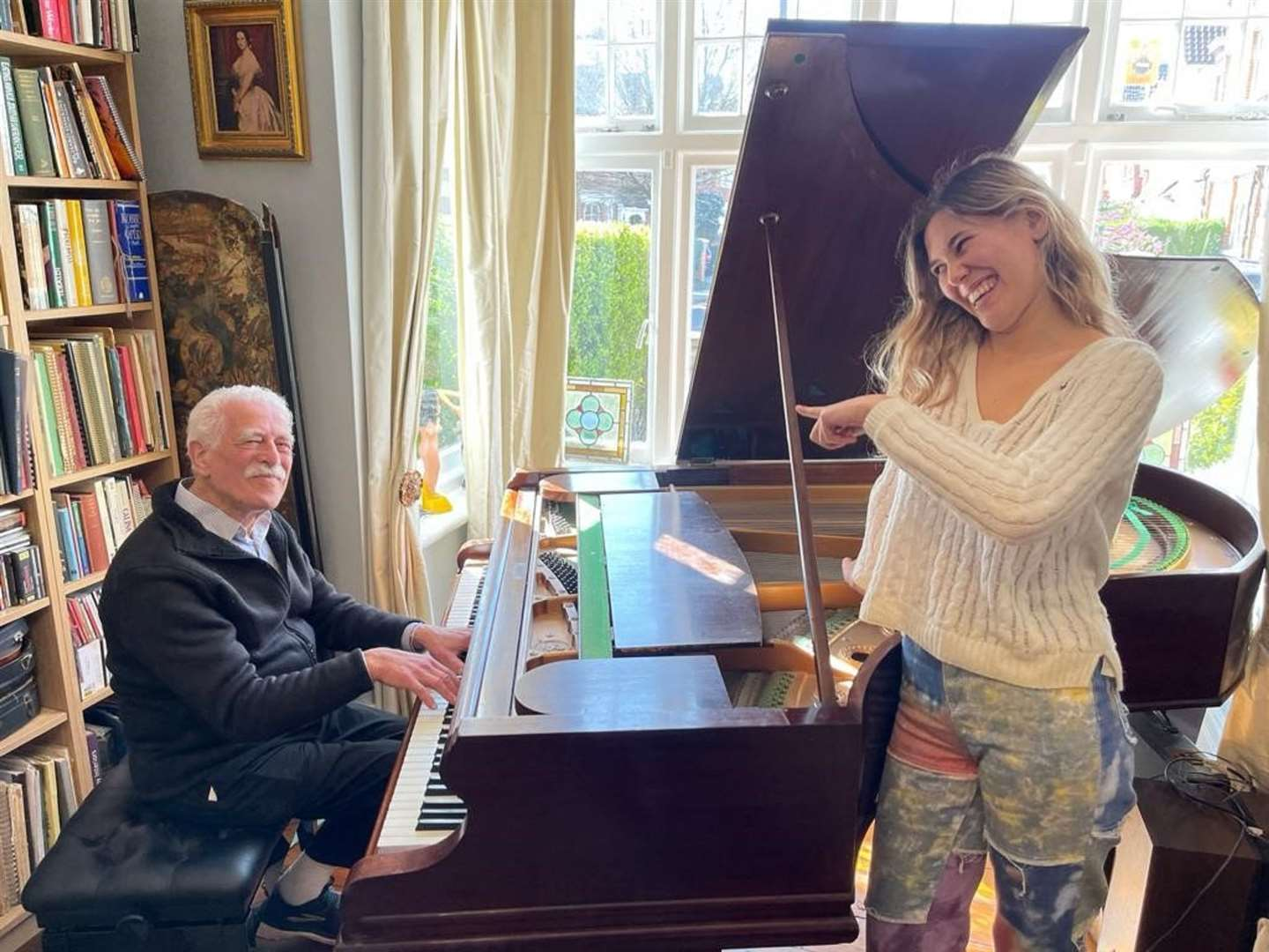 Alan Melinek playing the piano with his granddaughter Bella (Cancer Research UK/pianograndad.com)