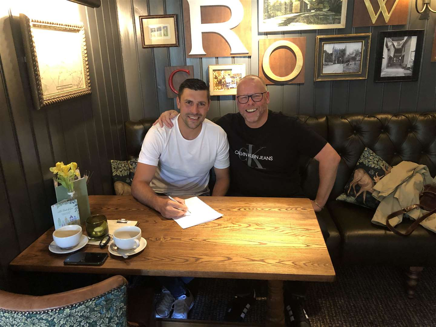 Sean Marks signing a deal to play for AFC Sudbury alongside manager Mark Morsley (12062591)