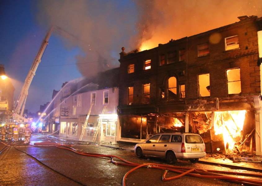 Dramatic scenes as firefighters tackle the huge blaze in Friars Street, Sudbury. ANL-150809-175200001