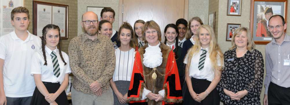 St Edmundsbury Mayor meets with YOPEY volunteers at West Suffolk House ANL-161014-143245001