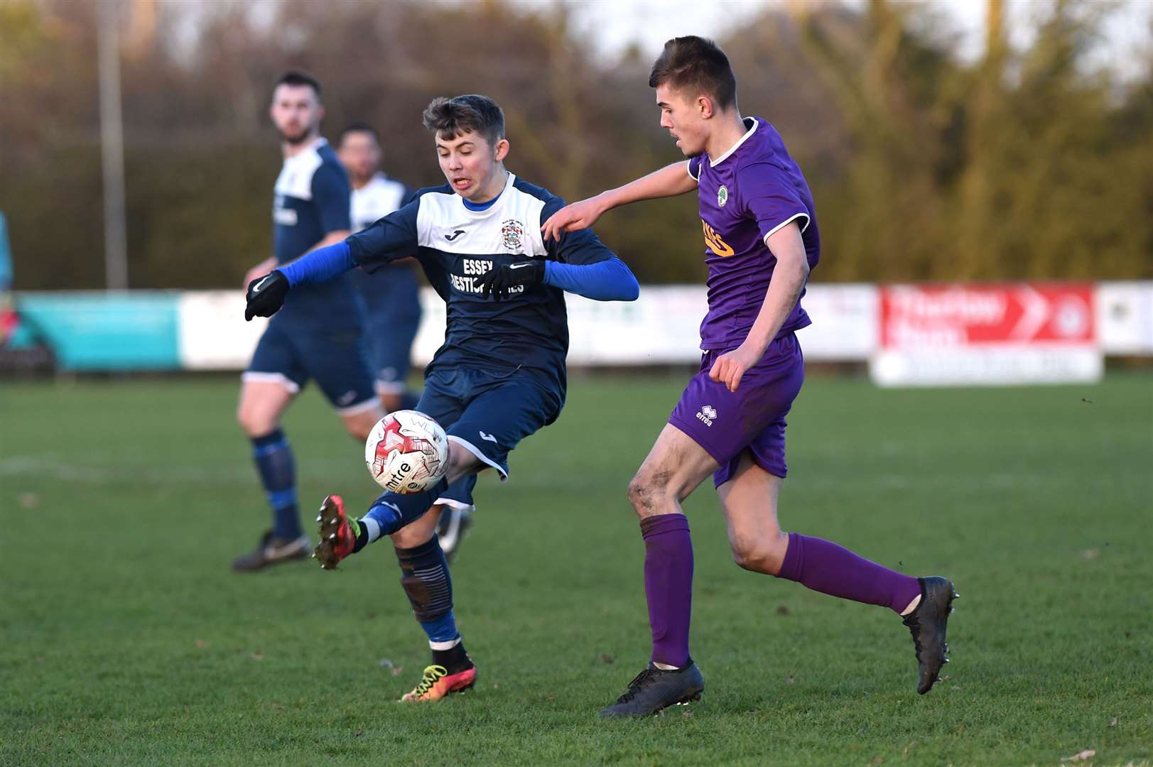 FOOTBALL - Walsham le Willows v Hadleigh Town...Pictured: Mason Ransome (H) and Jack Spampanato (W).....PICTURE: Mecha Morton .... (28180533)