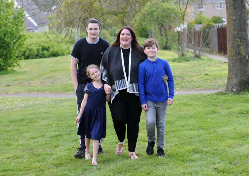 Heidi Ince wants to thank the Ambulance serve after she went into anaphylactic shock and nearly died''Pictured: Heidi Ince with her children Oliver (17), Gracie (8) and Louie (9)'''PICTURE: Mecha Morton