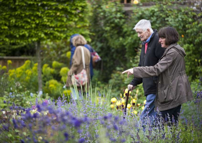 Open Gardens in Clare. Vistors to the garden of Catherine Horwood Barwise ANL-150106-003756009