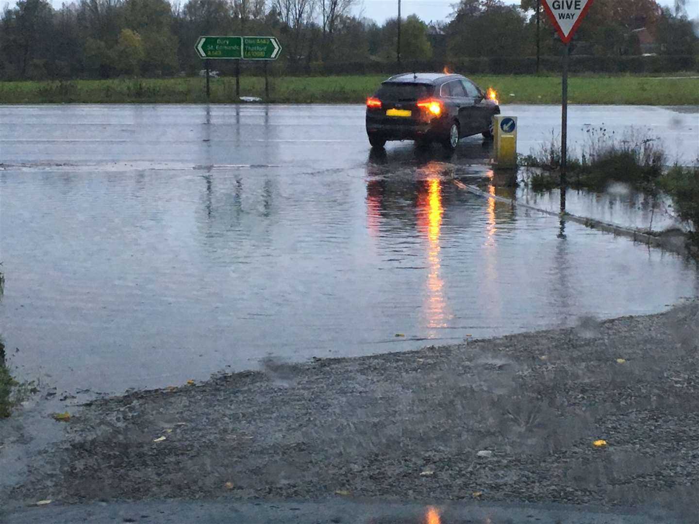 Flooding at the junction of Pakenham Road with the A143 at Ixworth (21536416)