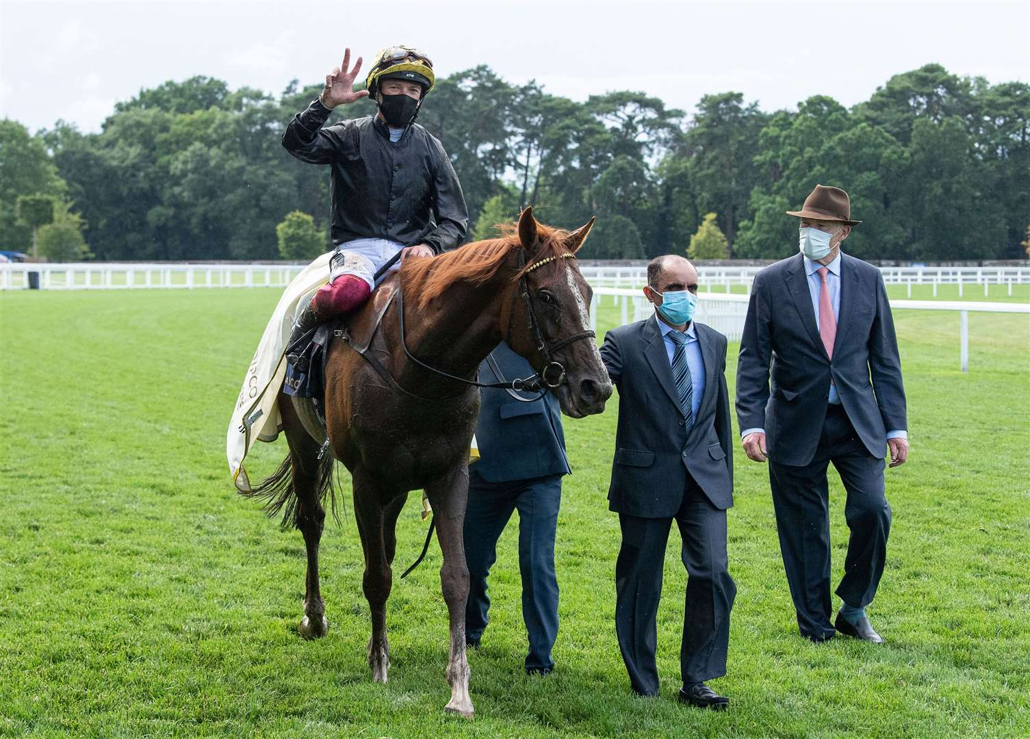Stradivarius (Frankie Dettori) wins his third Gold Cup and walks back with trainer John Gosden (R).Royal Ascot 18.6.20 Pic: Edward Whitaker/ Racing Post. (37030563)