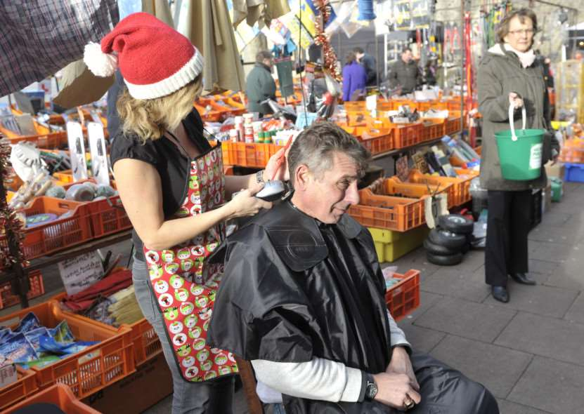 Geoff Hunt having his head shaved by Michelle McGowan