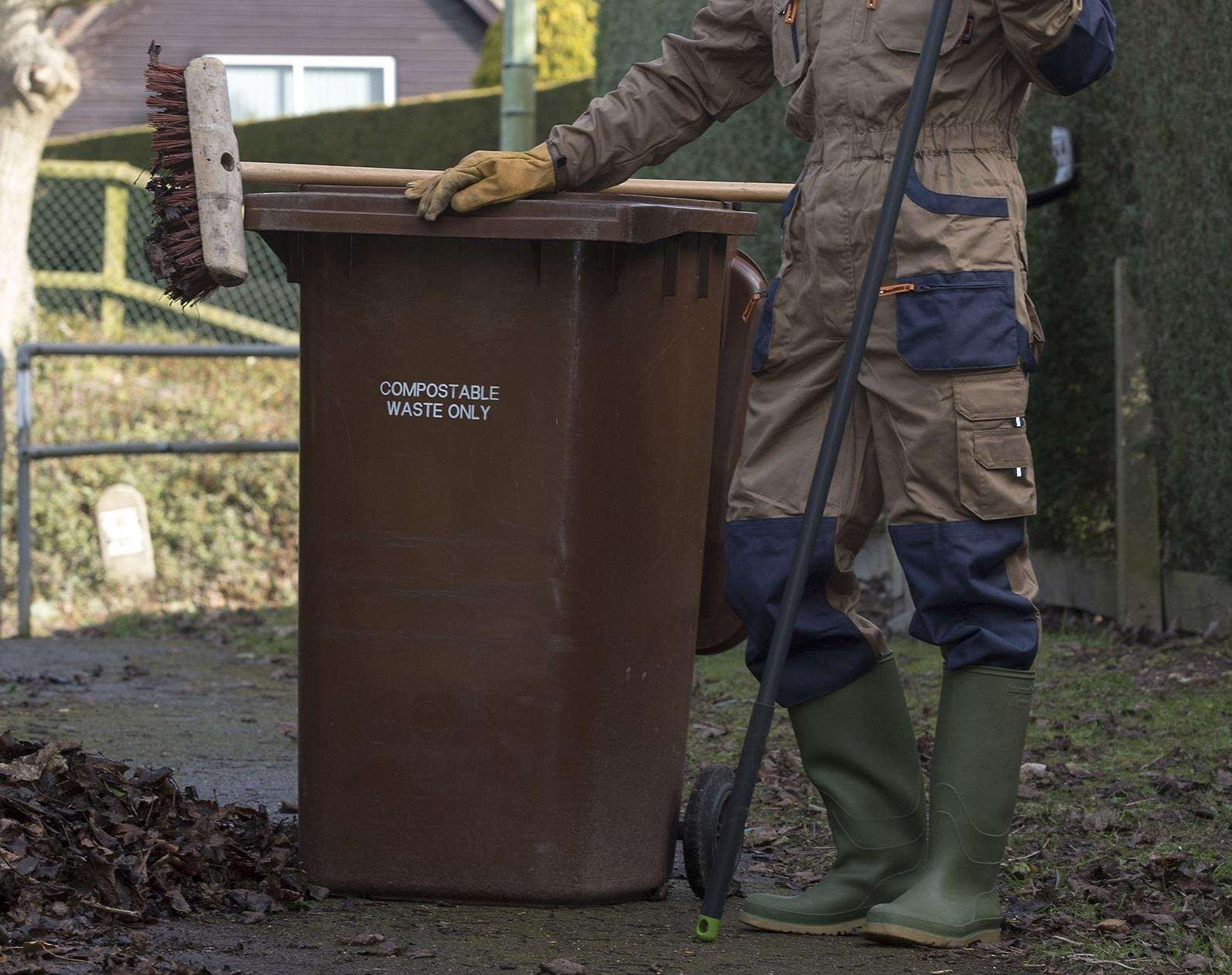 The brown bin service is set to be reviewed (2294408)