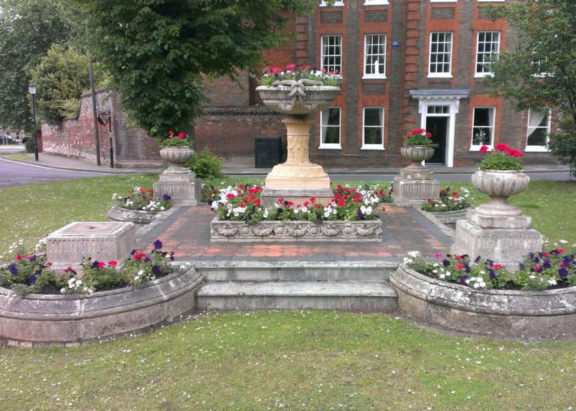 The listed Blanchard Planter in St Mary's Square, Bury St edmunds has been vandalised ANL-160107-144043001