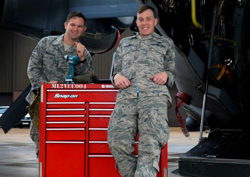 Life saving Staff Sgts Scott Caldwell and Blake Broekhove of RAF Mildenhall ANL-150917-134307001
