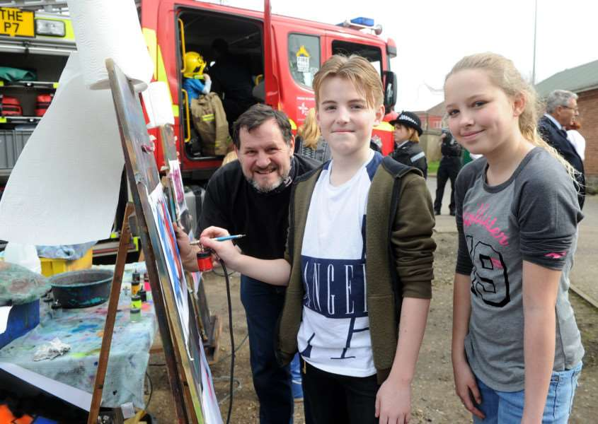 Graffiti artist Mik Richardson with Luca Steward and Caitlin Cameron, both age 12