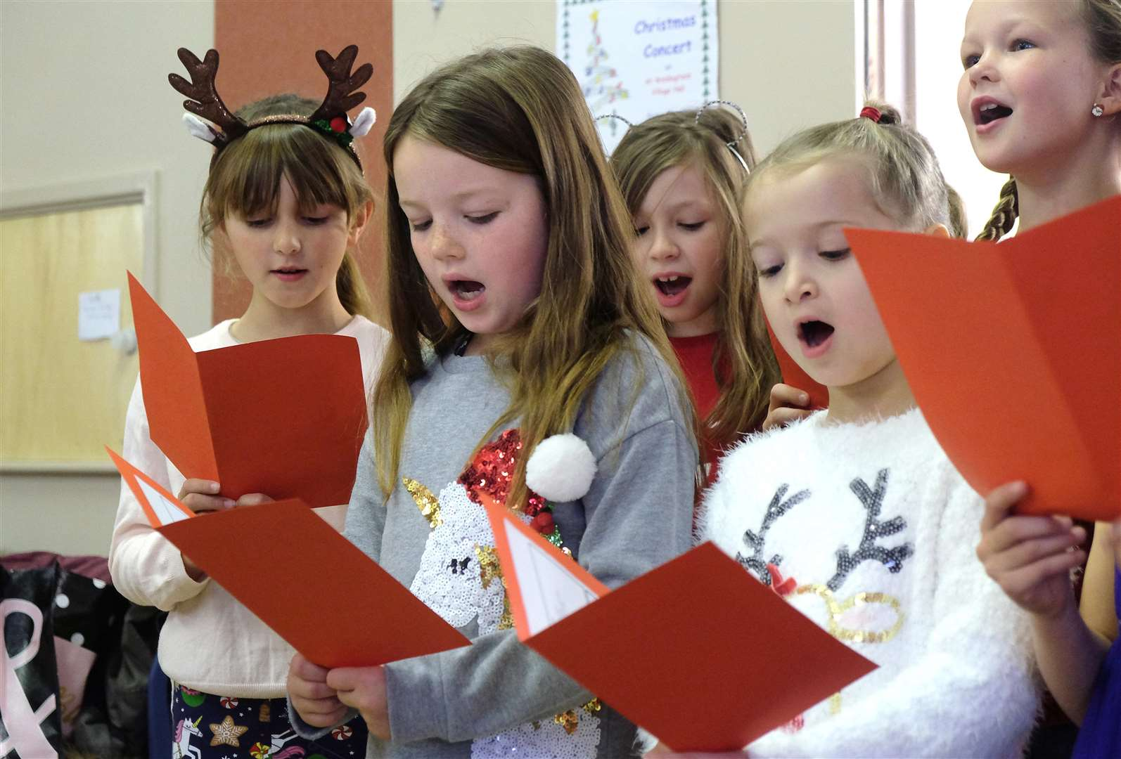 Craft Fair at the village hall in Great Waldingfield - Pupils from Great Waldingfield school perform Christmas Carols.Pic - Richard Marsham. (5593655)