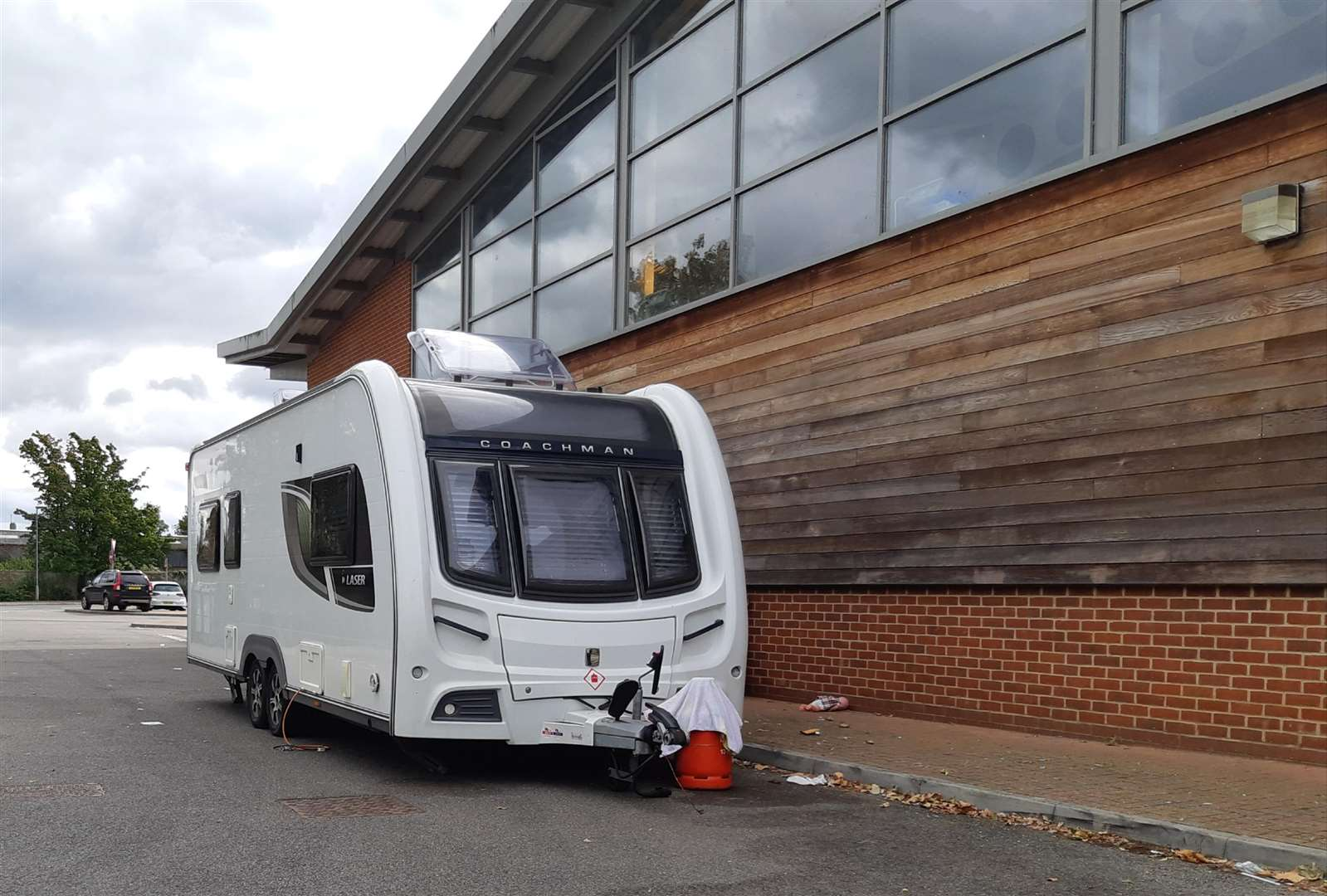 Travellers set up camp at Newmarket Leisure Centre on Wednesday (4185055)