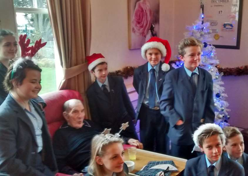 Samuel Ward Academy students during their visit to Eastcotts Nursing Home ANL-151221-094839001