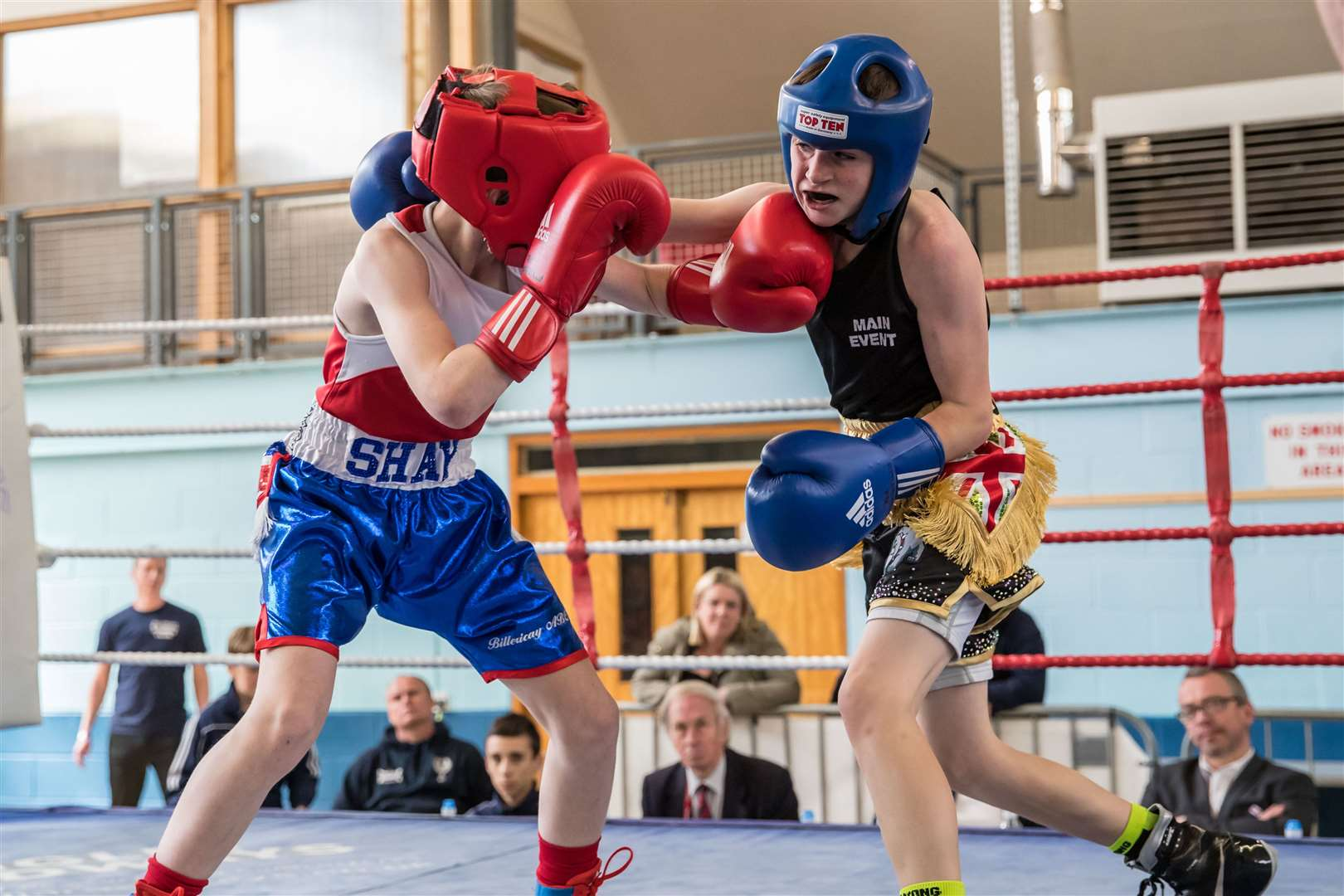 Scott Stannard (blue) on his way to capturing the Eastern Counties title in the U34kg category	Picture: Paul Tebbutt