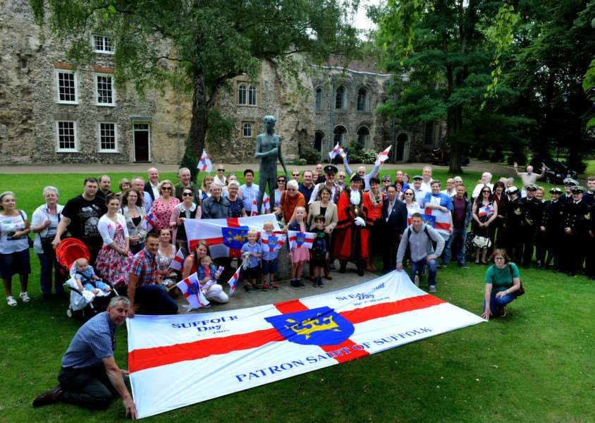 The 'We Love Bury St Edmunds!' group holding a 'Photobomb the King' event by the statue of St Edmund. Picture: Andy Abbott.