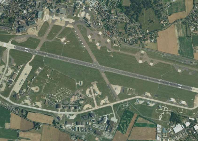 RAF MIldenhall'Copyright: Googleearth, DigitalGlobe, Getmapping plc, Infoterra Ltd & Bluesky ANL-150801-112316001