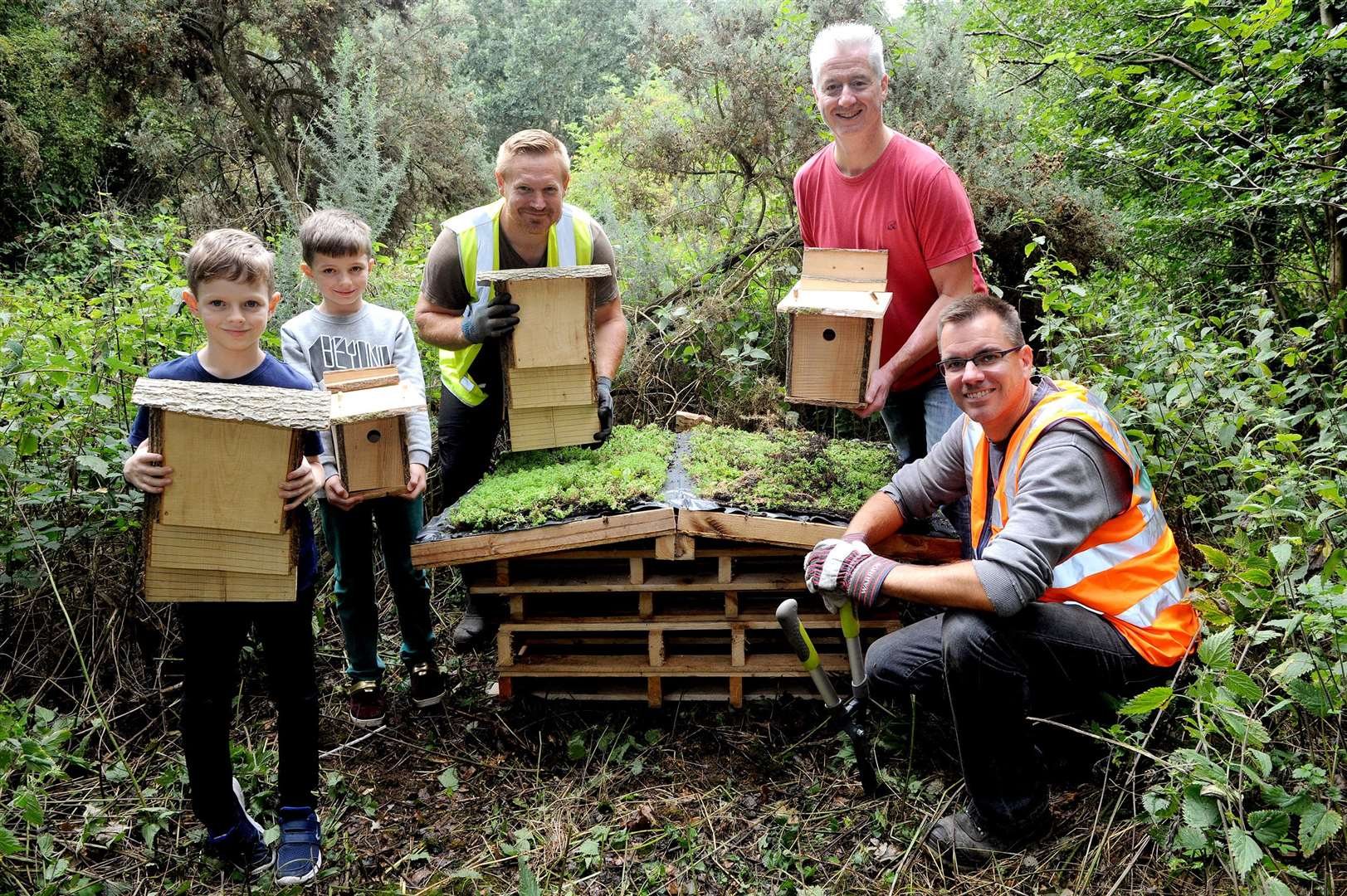 Cllr Paul Hopfensperger with Paul Hebditch, Project Manager of Greener Growth, and Sam Hardy, Director of Greener Growth along with a couple of local children. PICTURE: Mecha Morton.