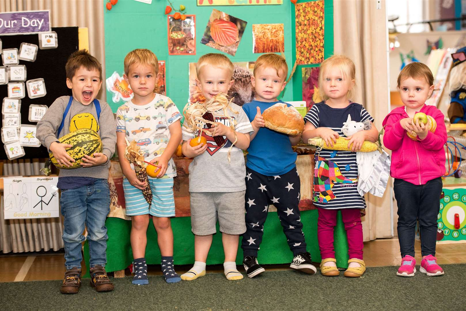 SUDBURY.Playbox pre-school, St John's Church Community Centre, York Rd, Sudbury.Children at Playbox pre-school making autumn-themed collages. Picture by Mark Westley. (18275379)