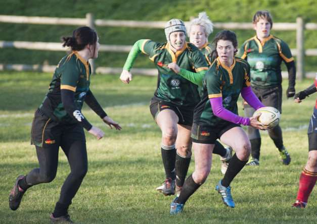 Mark Westley Photography'Bury St Edmunds Ladies Rugby Club V Peterbourgh.'Sarah Gomersall, Danielle Goulet-Carper, Lucy Martin, Courtney Rose (ball carrier), Kelly Evans, Laura Underwood ANL-150120-092445009