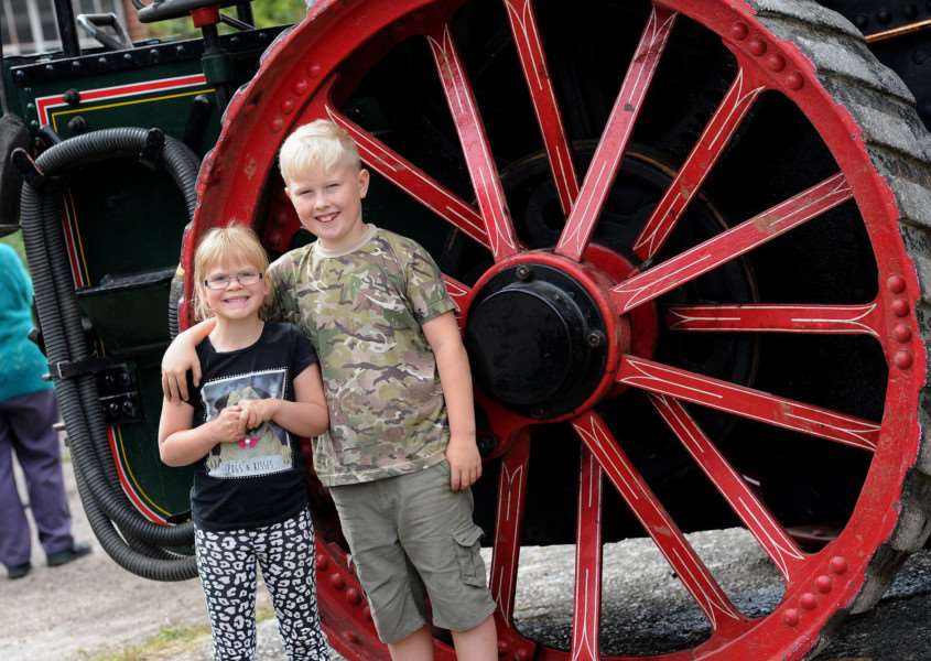 Long Melford Crank-Up''Pictured: Bailey (9) and Rosanne (5) Jacobs'''PICTURE: Mecha Morton