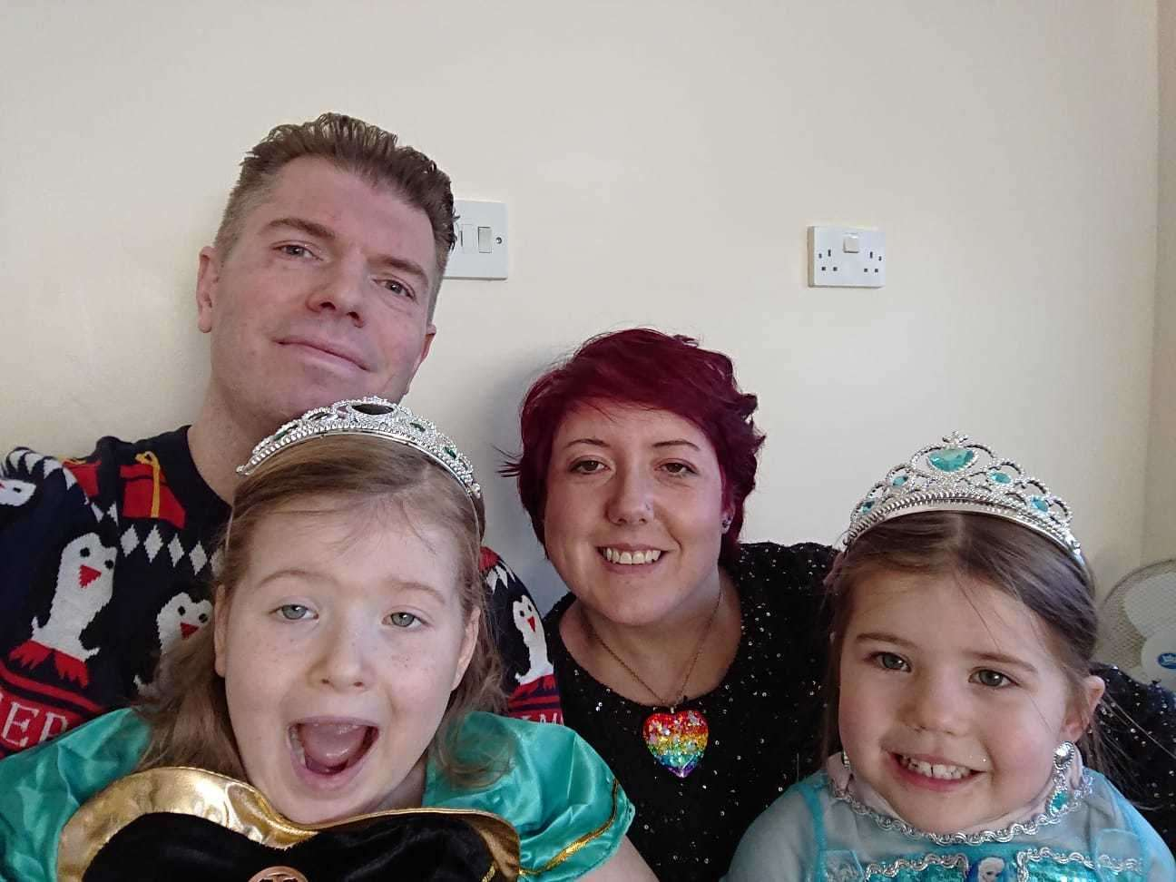 Mia Preston with dad Andy, mum Emma and sister Keira celebrate Christmas Day on the Rainbow Ward (26129263)