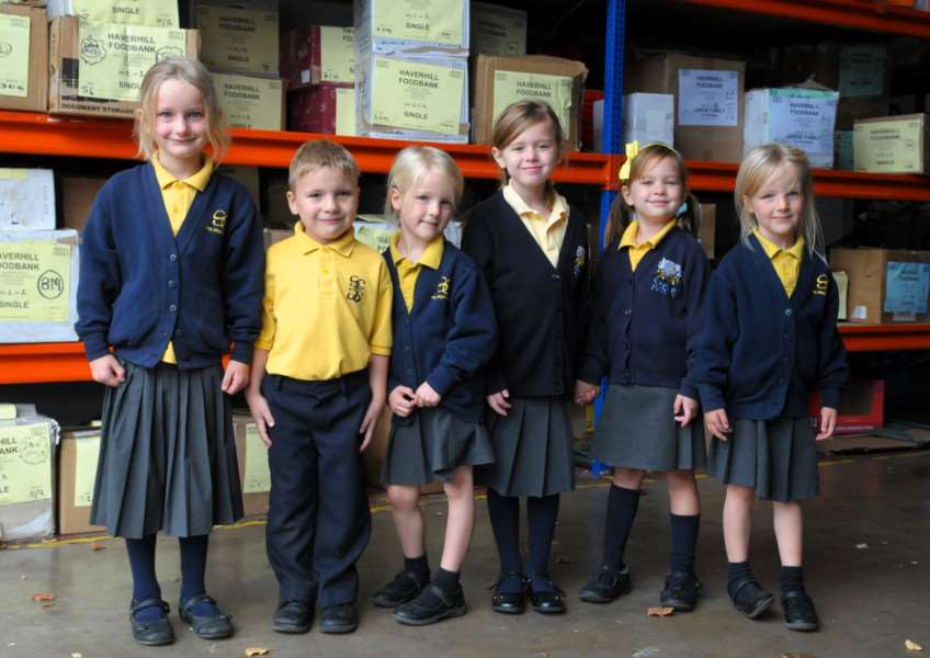 Stoke College pupils at Haverhill Foodbank ANL-161020-124014001