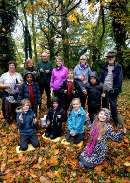 Nowton Neighbourhood Residents Association planting bulbs and wild flowers in waste woodland off Grange Walk on the Nowton Estate in Bury St Edmunds ANL-150411-112301009