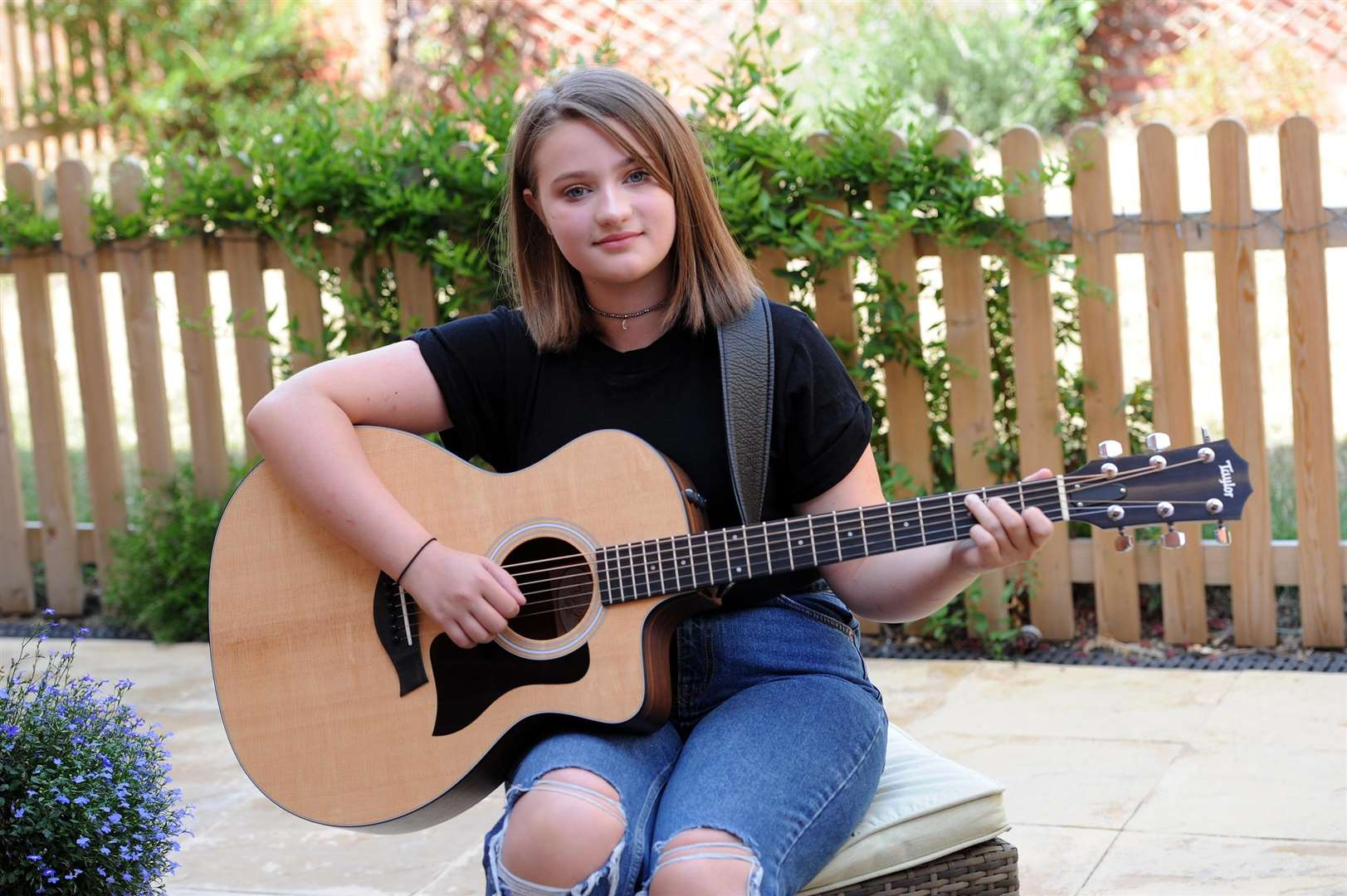 Teenager Phoebe Austin has been signed to a record label. The 13-year-old is set to release her first single later this year with an album to follow next year....PICTURE: Mecha Morton. .. (3490271)
