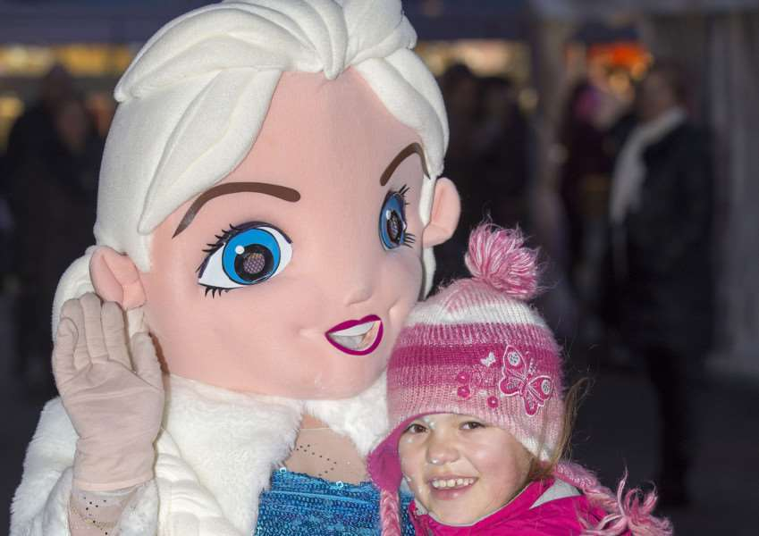 Bury St Edmunds Christmas Fayre'Gemma Perkins aged 9 from Bury gives Elsa a cuddle.'Picture Mark Westley ANL-151129-233803009