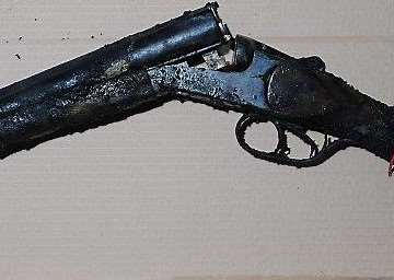 The sawn-off shotgun used in the attack ANL-160930-173252001