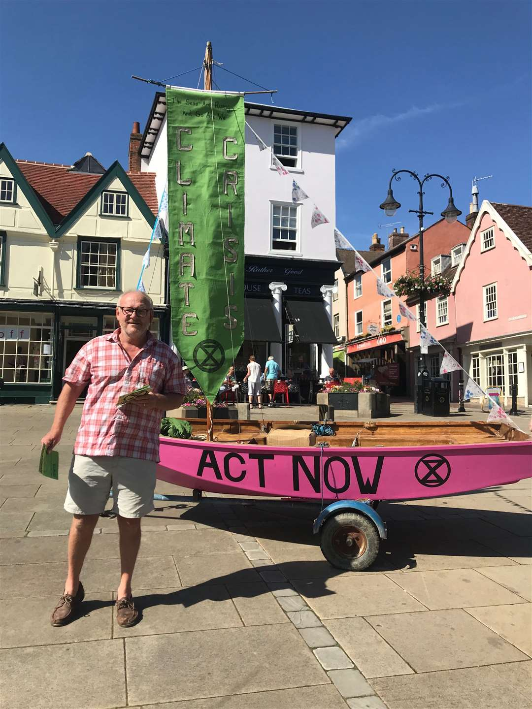 Robert Possnett with the pink Extinction Rebellion boat on Angel Hill (15890185)
