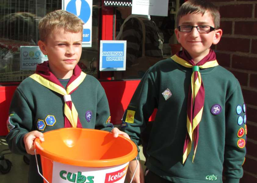 1st Acton and Waldingfield cubs and scouts fundraising at Iceland in Sudbury ANL-150922-164145001